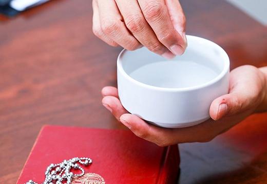 святая вода в руках