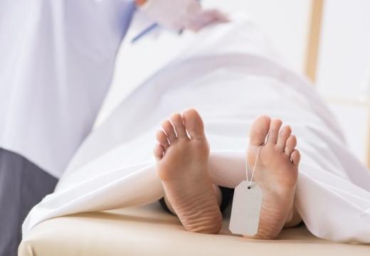бирка на ноге умершего