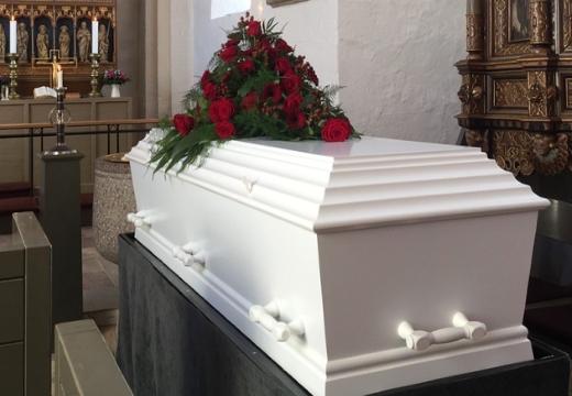 Гроб с венком