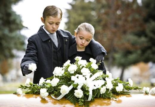 дети у гроба