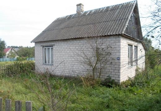 кирпичный деревенский дом