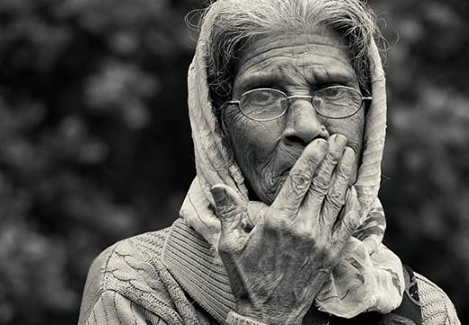бабушка черно-белое фото