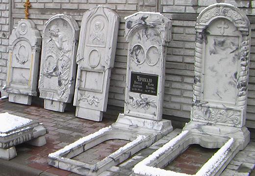 надгробия с декором
