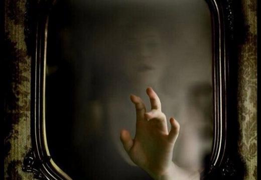 призрак в зеркале