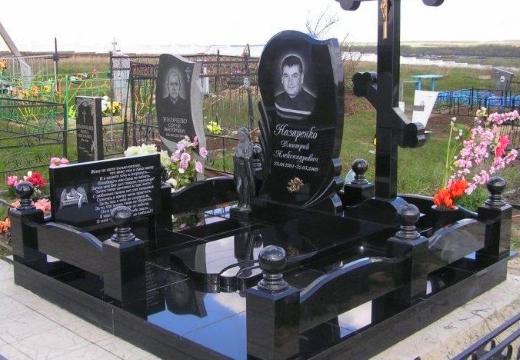 памятник на могиле мужчины