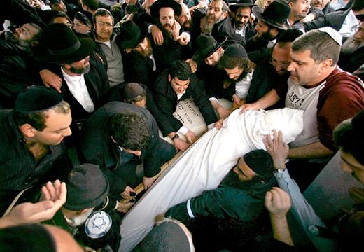 евреи несут умершего
