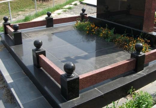 оградка на могилу из гранита