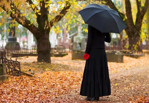 вдова на кладбище