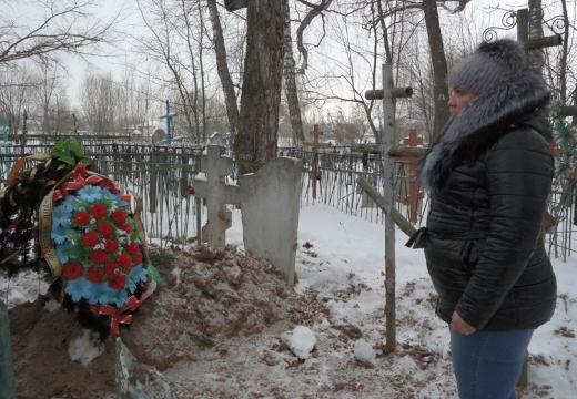 зимой на кладбище