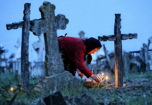 бабушка на кладбище
