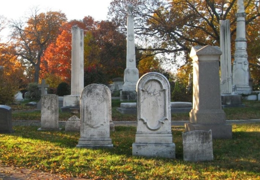 кладбище осенью