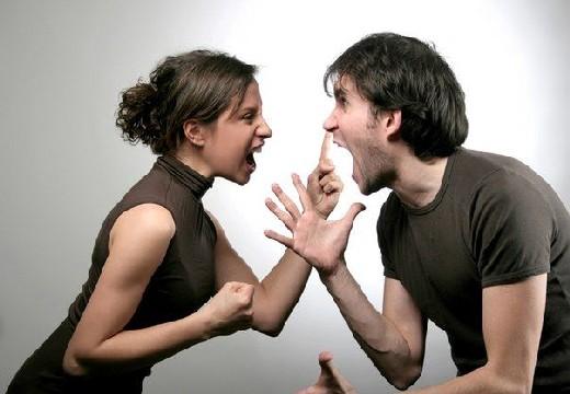 ругаются мужчина и женщина