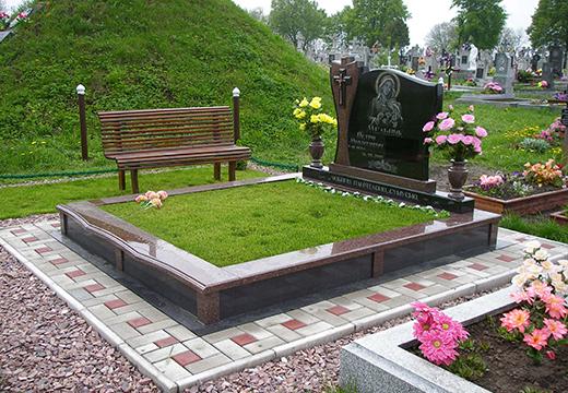 Могила с памятником