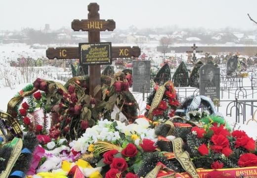 крест на новой могиле