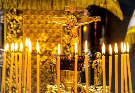 Свечи у распятия