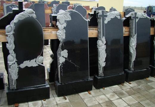 памятники из черного гранита