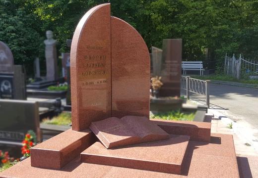 надгробие из красного гранита