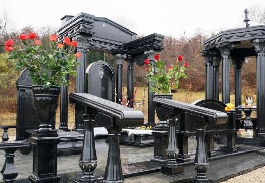 мемориал из черного гранита