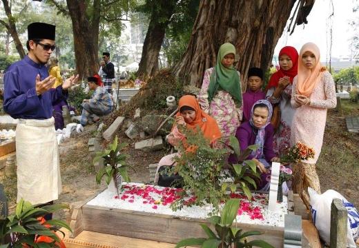 мусульмане на кладбище