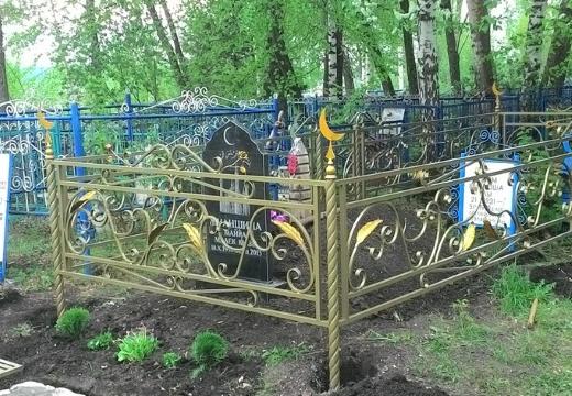 мусульманская могила с оградкой