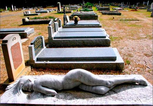 скульптура на могиле
