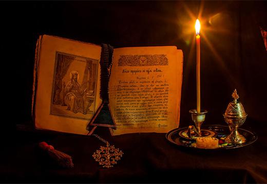 молитвослов и свеча