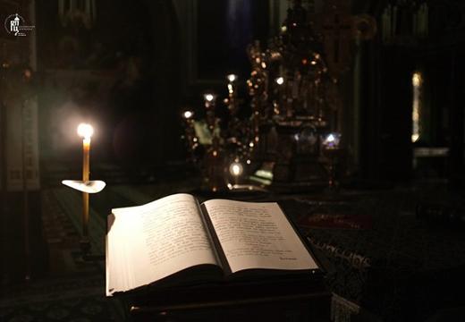 Молитвенник и свечка