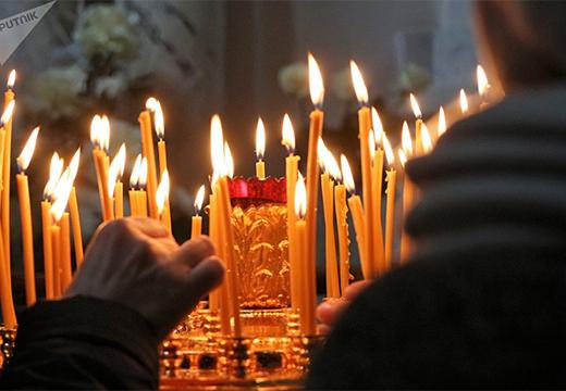 Поставить свечку в церкви