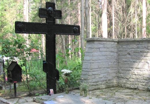 железный памятник на могиле