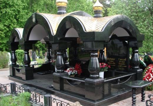 роскошный надгробный памятник