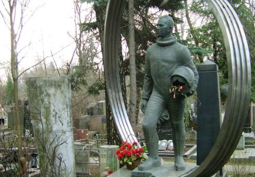 памятник беляеву новодевичье кладбище