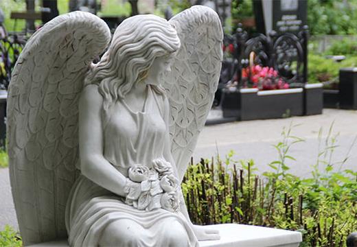 статуя ангела на кладбище