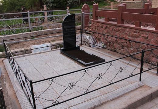 памятник обложен плиткой