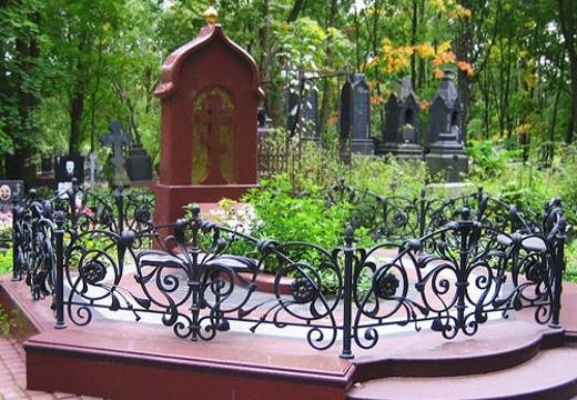 надгробие оградка могила