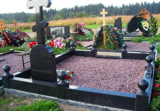 низкая гранитная оградка кладбище