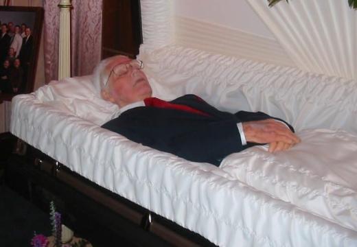дедушка в гробу