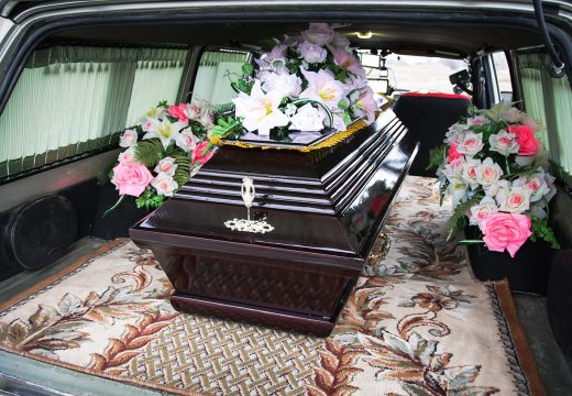 гроб в катафалке