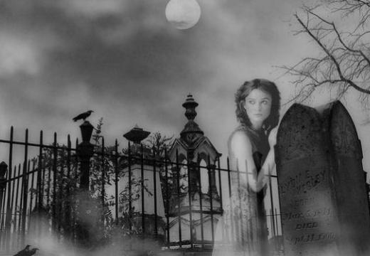 привидение на кладбище