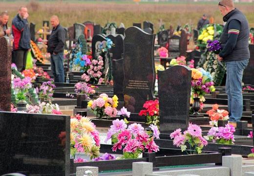 радоница на кладбище