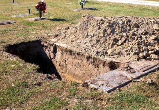 вырытая могила