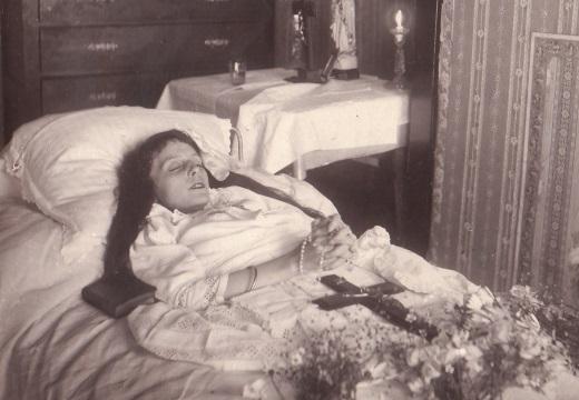 мертвая женщина