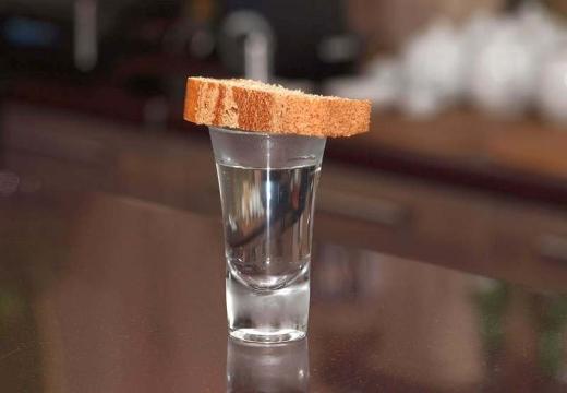 Рюмка с хлебом
