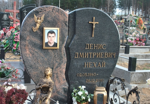 могильный памятник сердце