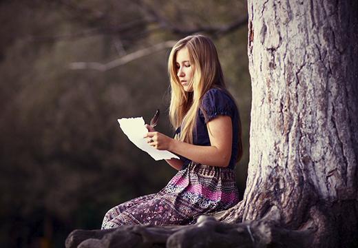 Девушка с листом