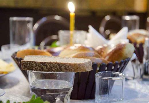 хлеб на стакане