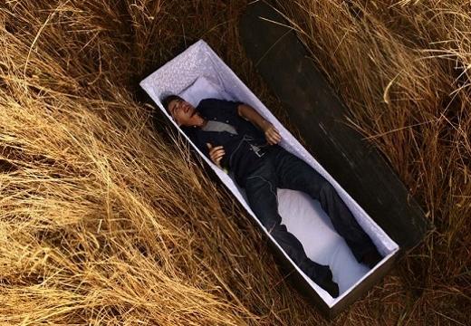 живой человек в могиле