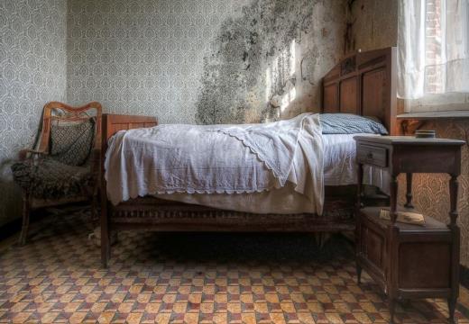 Кровать постельного