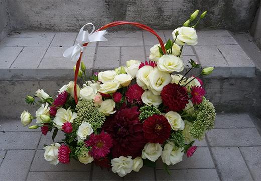 траурная корзина цветов