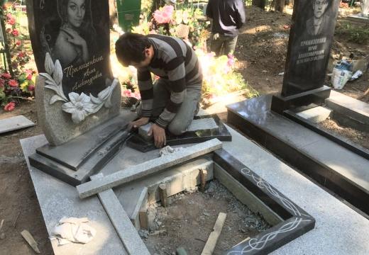 устанавливать памятник на могилу