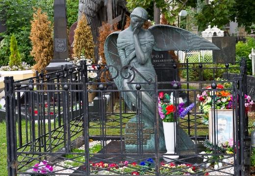 могила влада листьева